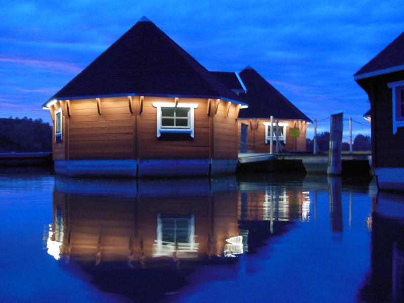 Schwimmende Hütten – Übernachtung in der Nähe von Erfurt
